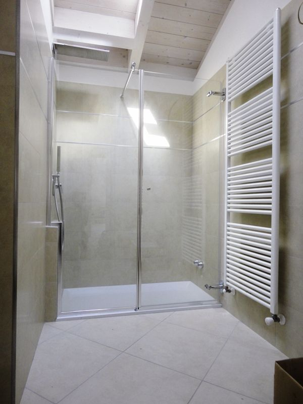 Doccia con muro la scelta giusta variata sul design for Finestra 70x100